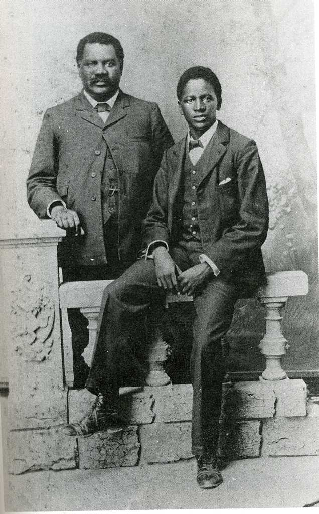 John Tengo Jabavu, an influential Mfengu politician of the early twentieth century, with his son Davidson Don Tengo, around 1903